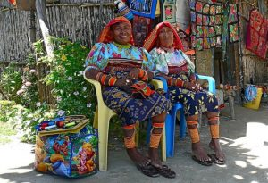 Indigenous-Panama-women-in-traditional-costumes-Image-by-Rita-Willaert